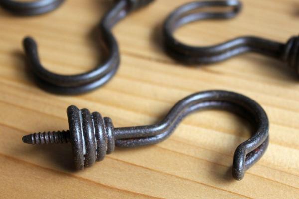 Garderobenhaken Eisen rostig patiniert
