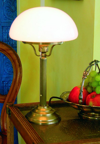 tischleuchte-z1-100op-schirmfarbe-opalweiss-schreibtischlampen-von-berliner-messinglampen