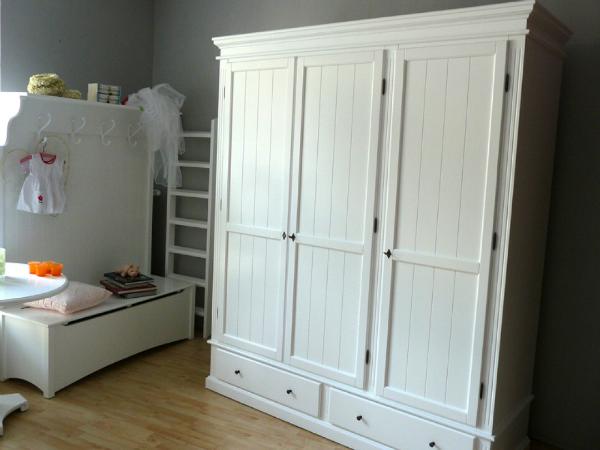 pinienm bel f r ihre einrichtung kreutz landhaus magazin. Black Bedroom Furniture Sets. Home Design Ideas