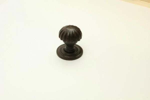Antik patinierter Tuerknauf aus massivem Eisen Durchmesser 60 mm