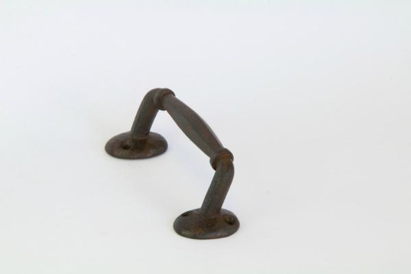 Buegelgriff Eisen antik Breite inklusive Sockel 240 mm