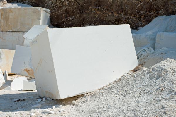 Marmorblock am Steinbruch