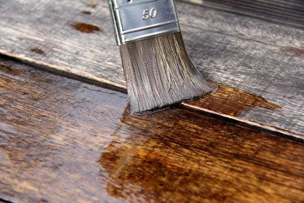 Oekologischer Holzschutz mit Leinoel