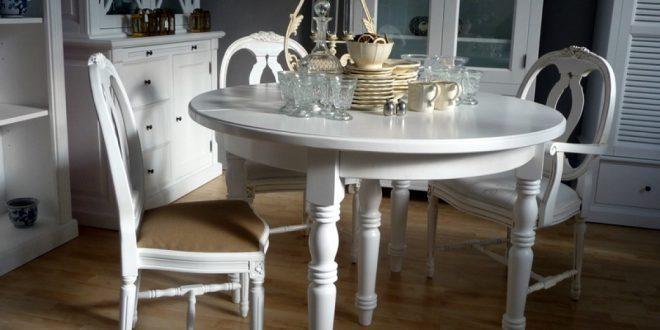 Antike Möbel Mit Weißem Lack. «