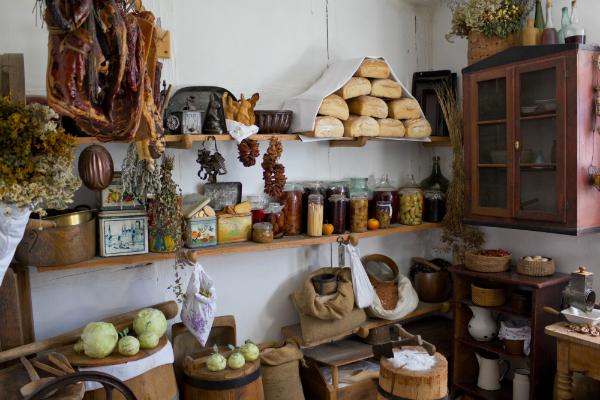 Klassische Landhaus-Speisekammer