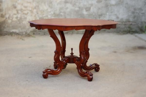 Antiker Rokoko-Tisch aus Mahagoni