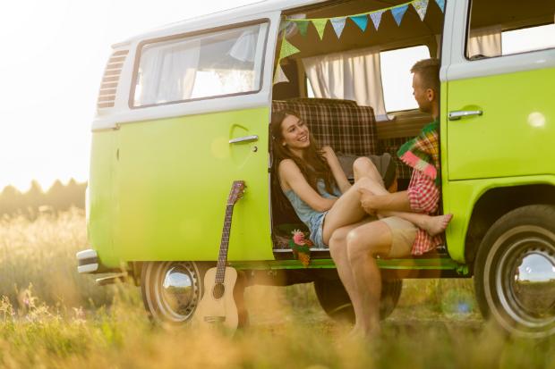 Typischer Hippie-Lifestyle im Bulli