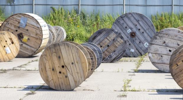 Kabeltrommeln aus Holz in verschiedenen Größen