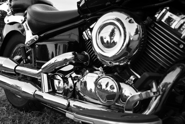 Motorrad mit chromierten Teilen, Nahaufnahme