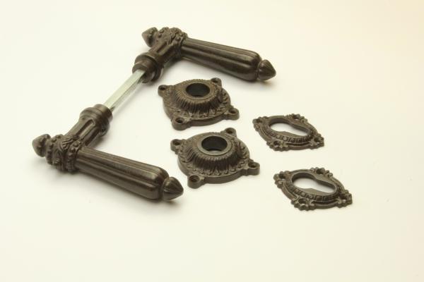 Türdrücker aus massivem Eisen antik patiniert + Schlüsselrosetten PZ