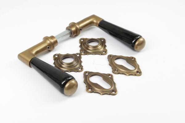 Türdrücker aus massivem Messing patiniert + Schlüsselrosetten PZ