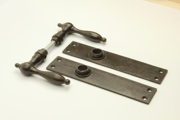 Biedermeier Türdrücker aus massivem Eisen antik patiniert + Langschild ohne Bohrung