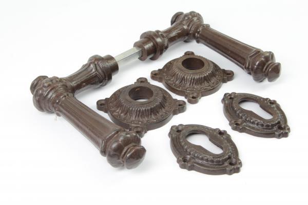 Gründerzeit Türdrücker aus massivem Eisen antik patiniert + Schlüsselrosetten PZ