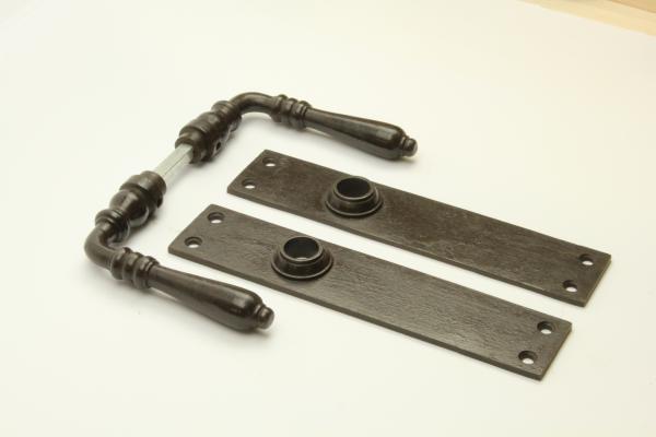 Türdrücker aus massivem Eisen antik patiniert + Langschild ohne Bohrung