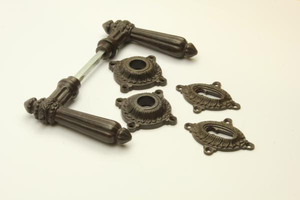 Türdrücker aus massivem Eisen antik patiniert + Schlüsselrosetten BB