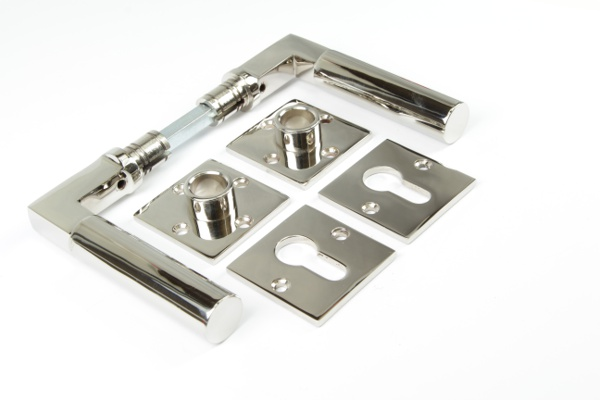 Bauhaus Türdrücker aus massivem Messing glänzend vernickelt + Schlüsselrosetten PZ