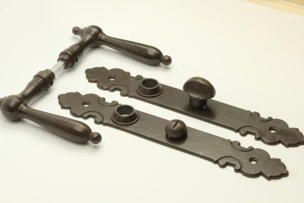 Biedermeier Türdrücker aus massivem Eisen antik patiniert + Langschild + WC-Verschluss
