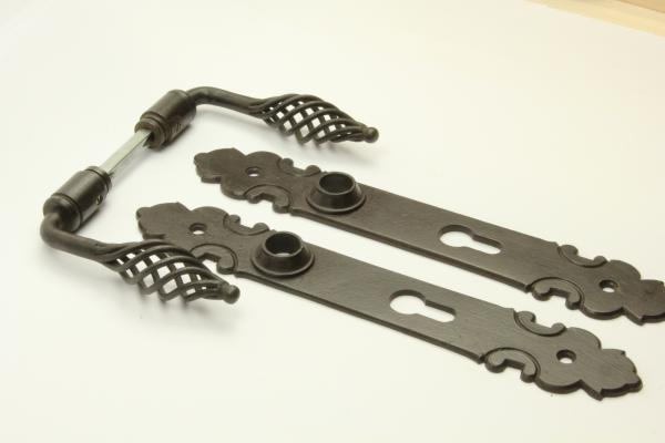 Barock Türdrücker aus massivem Eisen antik patiniert + Langschild PZ 72