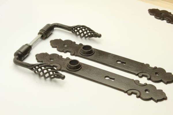 Barock Türdrücker aus massivem Eisen antik patiniert + Langschild BB 72