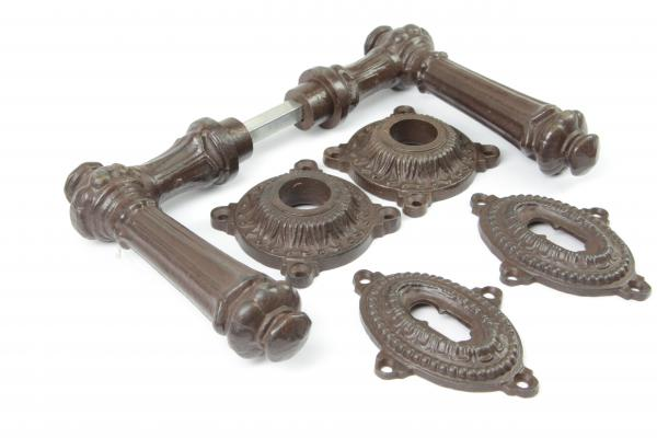 Gründerzeit Türdrücker aus massivem Eisen antik patiniert + Schlüsselrosetten BB